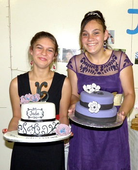 Jade and Rhyanna with their cakes