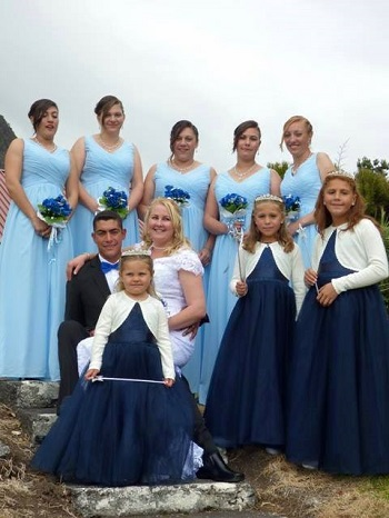Shane and Kelly Green with the bridal party