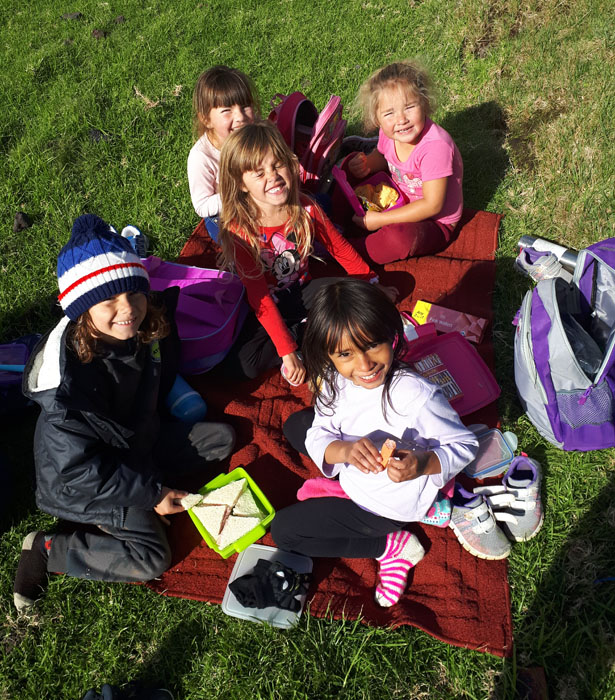 Playgroup's picnic during their Patches trip
