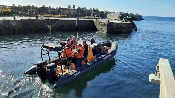 Tristan conservation team depart the harbour in perfect conditions.