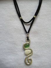TT16 - Suede necklace set in sterling silver with small beach stone or seaglass (7) 27cm length
