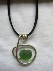 TT24 - Suede necklace set in sterling silver with small beach stone or seaglass (3) 26cm length